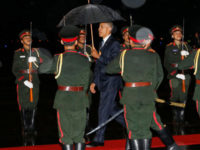 US president Barack Obama (C) is greeted with an honor guard and red carpet as he arrives aboard Air Force One, ahead of the ASEAN Summit, at Wattay International Airport in Vientiane, Laos September 5, 2016. – Reuters photo