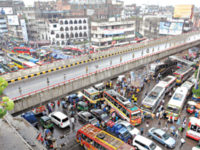 The Gulistan-Jatrabari flyover remains without traffic while vehicles, to avoid the high rate of toll slapped on the movement of vehicles on the flyover, get caught in a snarl-up just beneath. The photo was taken at Gulistan in Dhaka on Monday. — Indrajit Ghosh